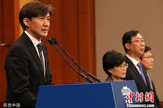 韩法务部长曹国表辞意 被指和家人涉嫌多起腐败丑闻