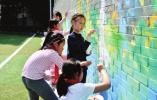 草桥实小绘出足球文化墙