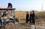 """""""老赖""""拖欠土地租金 法院强制收割水稻"""