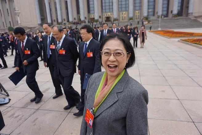 卢丽安代表出席党的十九大