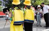 南京免费发放爱心反光衣 为儿童安全出行添保障