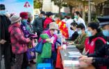 南京这个社区广场上,建邺区志愿者团队带来免费服务