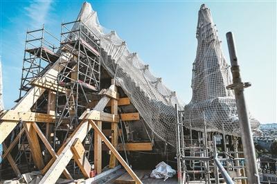 """巴黎圣母院重建""""路线图""""获批 不按原样 尖塔体现""""现代建筑""""风格"""