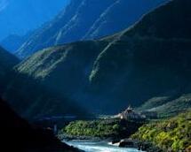 雅砻江大峡谷