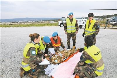 我赴黎维和部队首次参加联黎部队航空救援演习