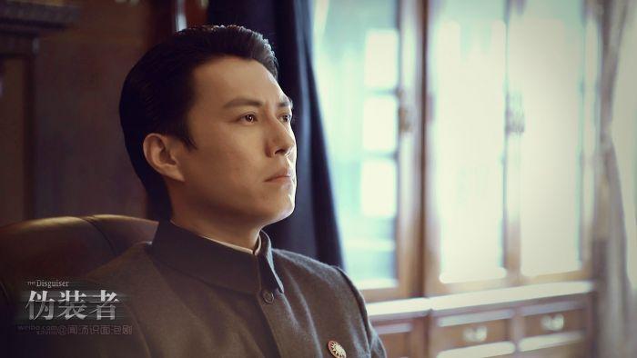 靳东在《伪装者》中的剧照