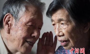 How do Chinese people show love on Qixi Festival?