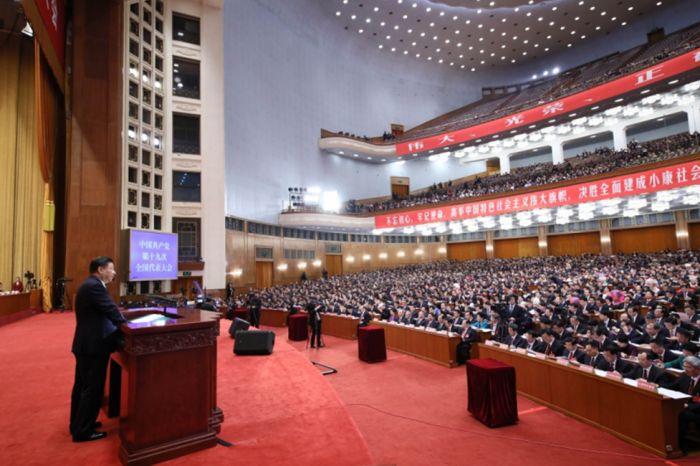 10月18日,中国共产党第十九次全国代表大会在北京人民大会堂开幕。习近平代表第十八届中央委员会向大会作报告。 新华社记者 李涛 摄