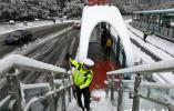 常州连夜扫雪除冰,高架道路恢复通行