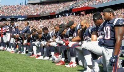 球员继续在奏国歌时单膝下跪抗议