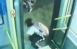 13岁女孩下公交时手脚被门夹,遭拖行20秒!官方通报
