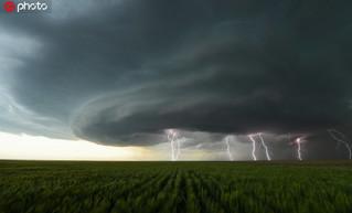 大自然的残酷与魅力 可怕诡谲的龙卷风