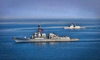 美海军驱逐舰和法护卫舰在阿拉伯海联合演练