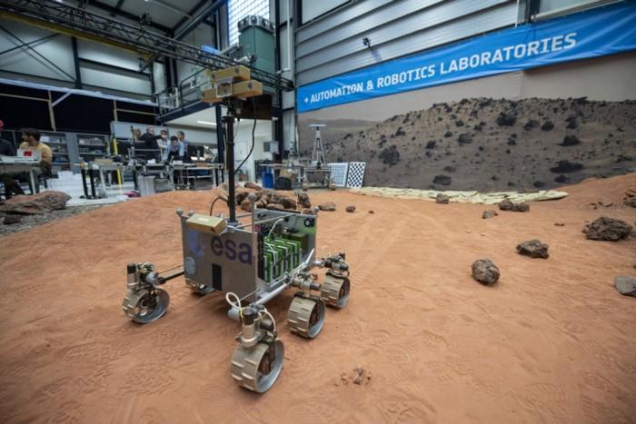 科学家在模拟火星的环境中测试ExoMars自主导航软件