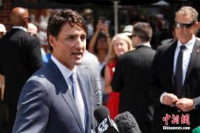 疑似安全遭威胁 加拿大总理穿防弹背心参加竞选活动