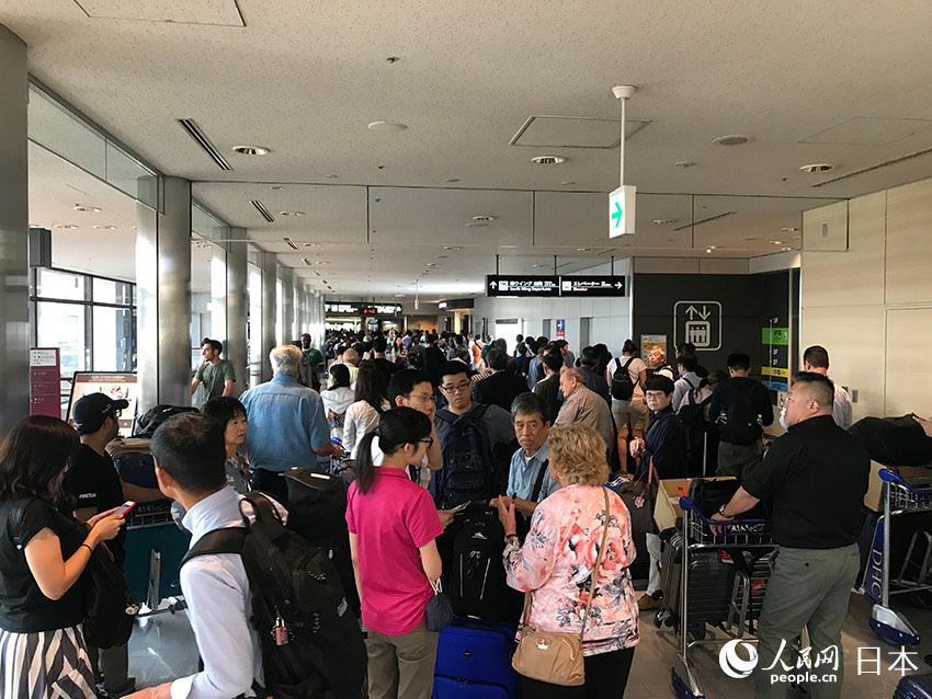 第15号台风直击日本首都圈277万人出行受阻 上万旅客滞留成田机场
