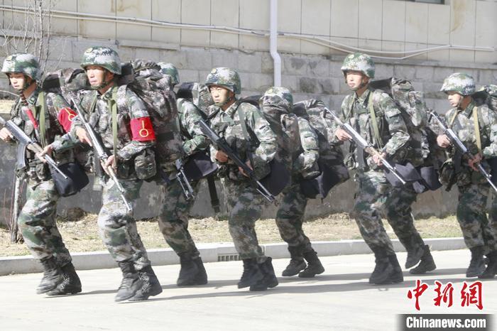 西藏军区某部官兵开展高原实战化演练