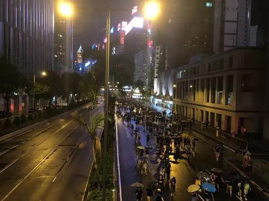 """环球时报:香港首现""""暴力退潮"""" 会是转折点吗?"""
